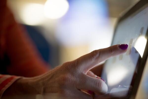 online shopping woman's hand on ipad